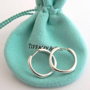 STUNNING AUTHENTIC TIFFANY AND CO. EARRINGS